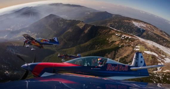 Akrobatické letecké kúsky, ktoré vyrážajú dych. Adrenalínovú jazdu teraz môžete zažiť aj vy
