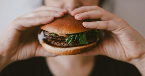Vegánom hrozí až o 43 % vyššie riziko vzniku zlomenín ako ľuďom, ktorí konzumujú aj mäso