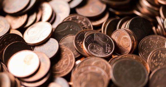 Jedno a dvojcentové mince by sa mali postupne vytrácať. Ceny sa majú zaokrúhľovať, peňaženky budú ľahšie