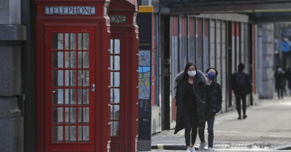 Británia zvažuje finančne podporiť každého pozitívne testovaného na COVID-19. Dostať majú túto sumu