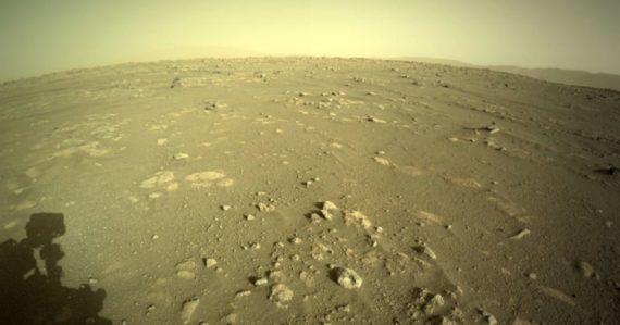 Rover od NASA poslal fascinujúce zábery červenej planéty. Ľudstvo ešte Mars v takejto podobe nevidelo