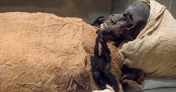 """Najprv sa vyberali vnútornosti a mozog. Podarilo sa nájsť najstarší """"recept"""" na mumifikáciu"""